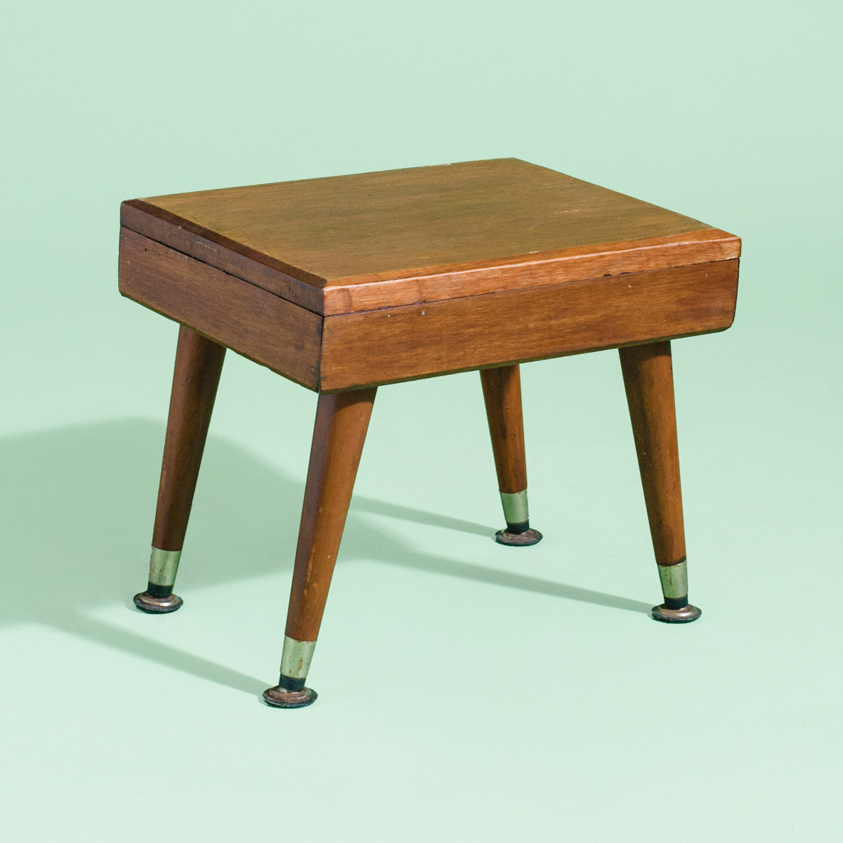 LN020- Wee Wooden Foot Stool-1