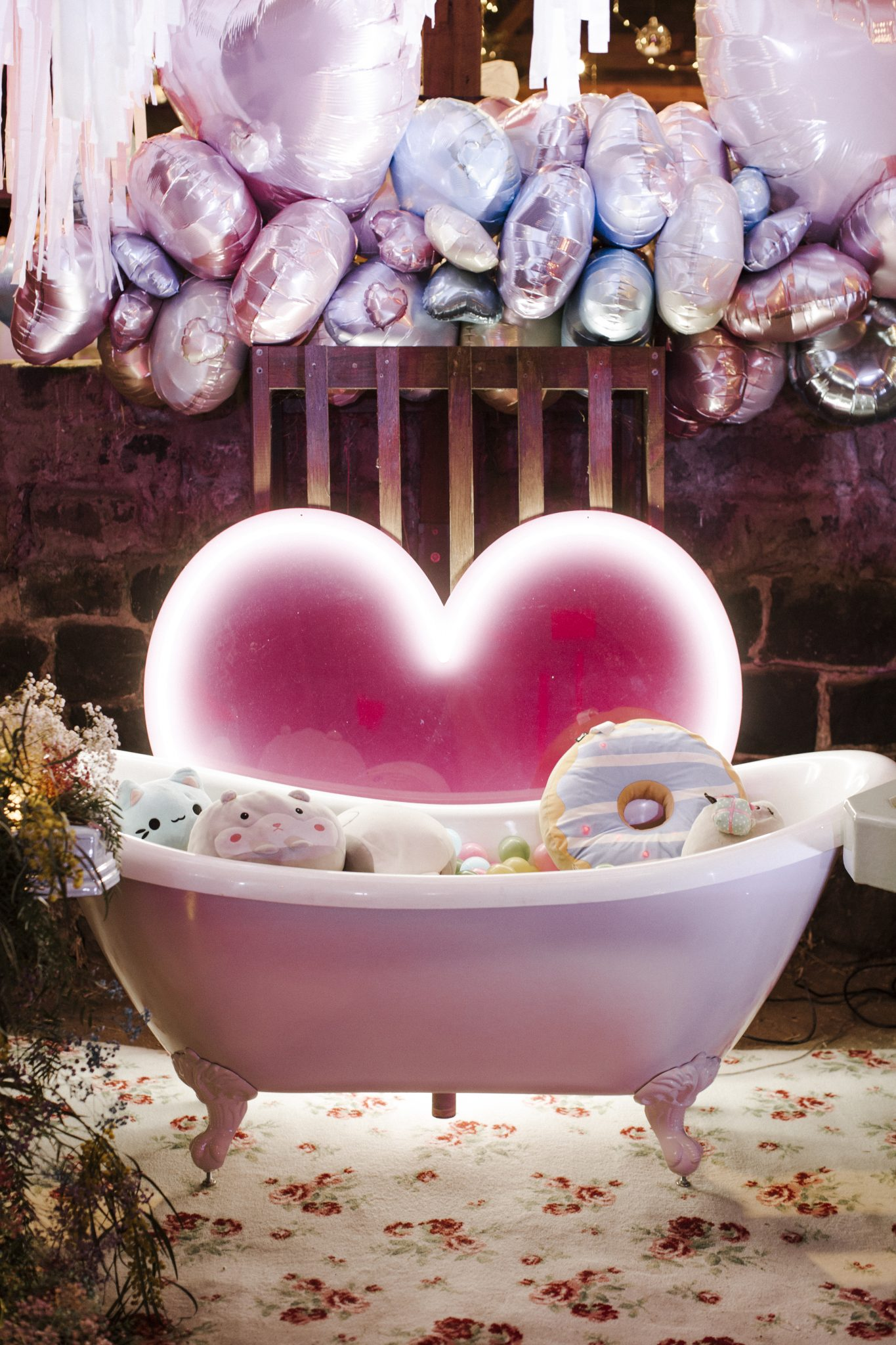 Whimsical Dollhouse Wedding Reception - Pink vintage bathtub
